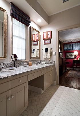 Bathroom between Red and Blue Rooms